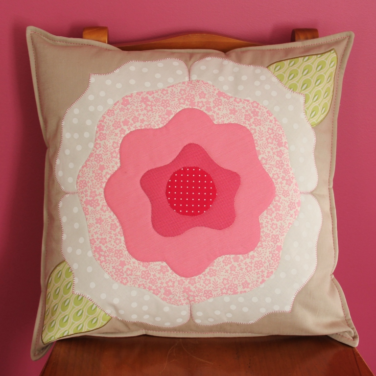 Applique cushion pink 002 - Copy
